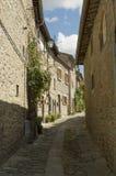 Smala gator av Cortona, Tuscany, Italien arkivbilder