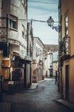 Smala gator i staden av Tomar arkivbild