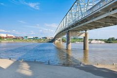 Smale Riverfront Park in Cincinnati, Ohio next to the John A Roe. Bling Suspension Bridge stock photography