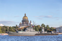 Small anti-submarine ship Kazanetz in Day of the Russia Flag at the Admiralty embankment in St.-Petersburg Stock Photos