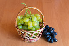 Small basket with grapes Royalty Free Stock Photography