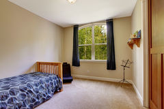 Small bedroom with single bed Royalty Free Stock Photography