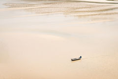 Small boat, alone on the sandy gulf Royalty Free Stock Images