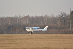 Small Cessna plane landing Stock Photography
