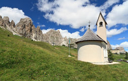 Small chapel in Dolomites Royalty Free Stock Photos
