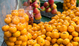 Small counter with fresh mandarin fruits Royalty Free Stock Photography