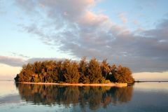 Small desert island in Tahiti Stock Photography