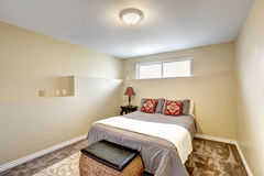 Small yet elegant bedroom with wicker chest Royalty Free Stock Photography