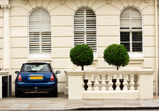 Small English courtyard with Mini Cooper Stock Photo