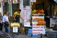 Small fruits and fresh juices shop on the streets of Istanbul Stock Photography