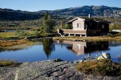 Small Hut At Norwegian Lake In Hardanger Vidda Royalty Free Stock Images