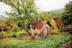 Small hut of a shepherd on a green hillside Royalty Free Stock Photos