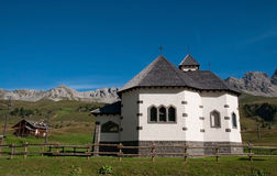 Small Italian church - Dolomites, Italy Stock Photography