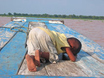 Small khmer children. Weeping and crying on a boat - Tonle Sap lake - Cambodgia Stock Photography