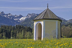 Small meadows chapel in Isarwinkel Royalty Free Stock Photos