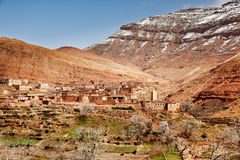 The small mountain village of Aguelmous in the High Atlas in win Stock Photos