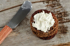 Small round rye toasts with cream cheese Royalty Free Stock Images