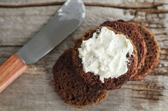 Small round rye toasts with cream cheese Royalty Free Stock Photography