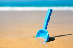 Small shovel in the sand on the beach Royalty Free Stock Photography