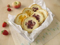 Small tartlets with fresh cheese, peach and strawberry Royalty Free Stock Photos