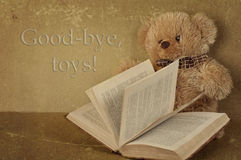 Small teddy bearsmall teddy bear with the book Royalty Free Stock Images