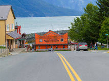 Small town in Alsaka on edge of Chilkoot Inlet Alaska. Stock Photos
