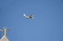 Small twin-engine plane flyibg in the sky Royalty Free Stock Images
