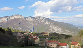 Small village with a few houses surrounded by mountains Royalty Free Stock Photos