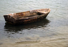 Small wooden boat anchored on the beach Royalty Free Stock Photos