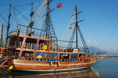 Small wooden pirate sailing ship Royalty Free Stock Photos