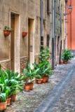 Smalle backstreet in Bosa stock fotografie