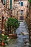 Smalle backstreet in Montepulciano royalty-vrije stock afbeelding