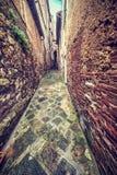 Smalle backstreet in Montepulciano stock foto's