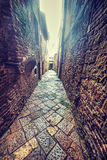 Smalle backstreet in Toscanië stock afbeeldingen