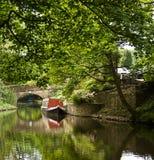 Smalle boot op het kanaal royalty-vrije stock afbeeldingen