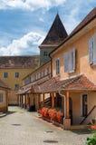 Smalle cobble straat in Slechte Radkersburg, Oostenrijk stock foto