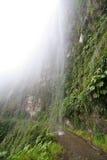 Smalle landweg in de Boliviaanse Andes Stock Afbeelding