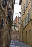 Smalle oude straat Stock Afbeeldingen