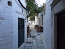 Smalle passage bij een traditioneel dorp royalty-vrije stock afbeelding