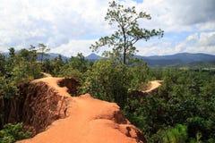 Smalle rode randen met steil-opgeruimde valleien van Pai-canion Stock Afbeelding
