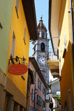 Een torenspits en smalle stegen Royalty-vrije Stock Afbeelding