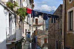 Smalle steeg in de oude stad van Morano Calabro royalty-vrije stock fotografie