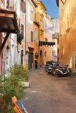 Smalle straat stock afbeelding