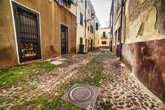 Smalle straat in de oude stad van Alghero Royalty-vrije Stock Fotografie