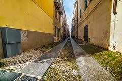 Smalle straat in de oude stad van Alghero Royalty-vrije Stock Foto's