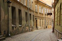 Smalle straat in de oude stad van Lubli, Polen Royalty-vrije Stock Foto's