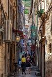Smalle straat in Dubrovnik, Kroatië Stock Foto