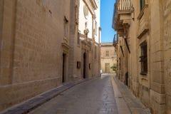 Smalle straat in Mdina, Malta Stock Foto's