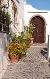 Smalle straat in Oia, Santorini Royalty-vrije Stock Foto's