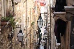 Smalle straat in oude stad Dubrovnik, Kroatië Royalty-vrije Stock Afbeeldingen